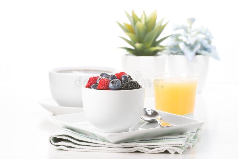 Baies fraîches pour le petit déjeuner photos stock