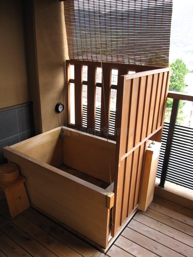 Baignoire En Bambou En Bois Dans Un Hôtel Japonais ...
