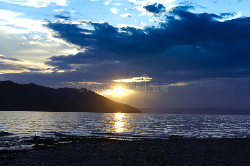 Baikal au coucher du soleil images libres de droits