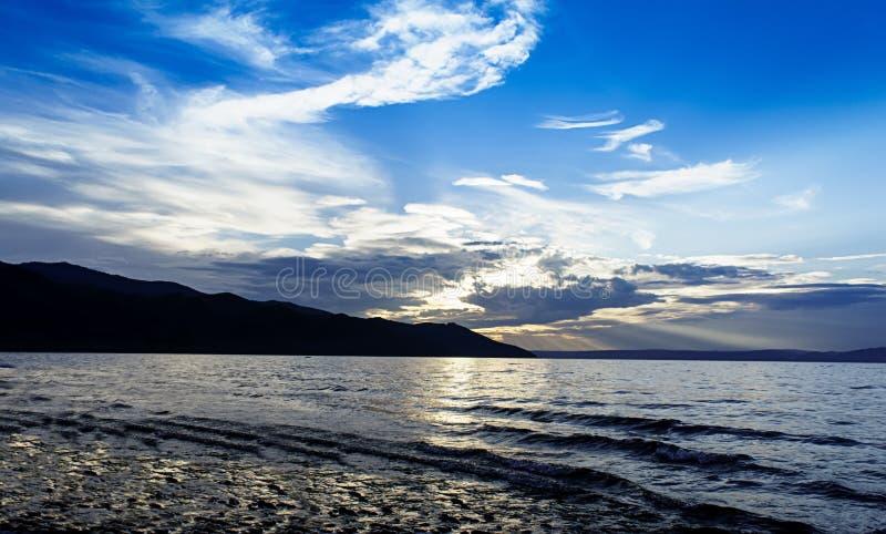 Baikal bij zonsondergang stock afbeeldingen