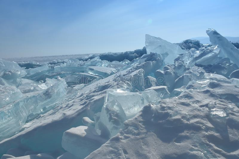 Baikal en invierno Hielo y naturaleza de Baikal En febrero de 2018 fotografía de archivo
