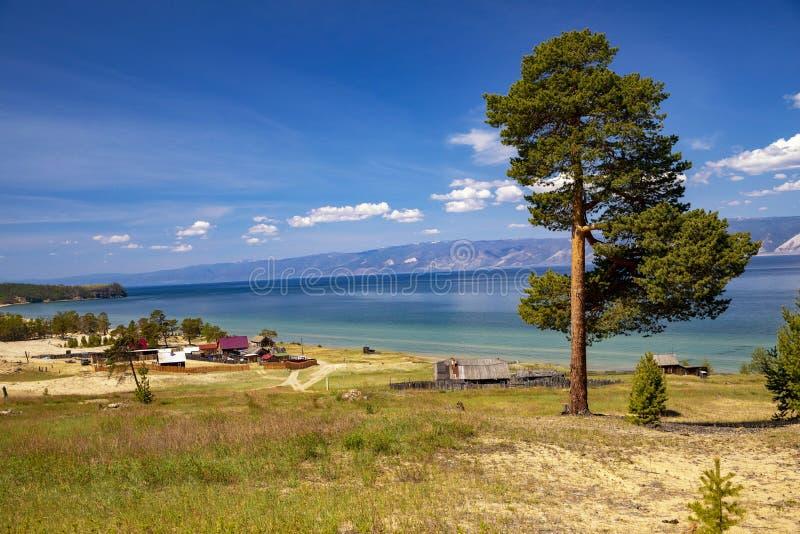 Baikal, het Kleine overzees, Olkhon-eiland, het gebied van Peschanka stock fotografie