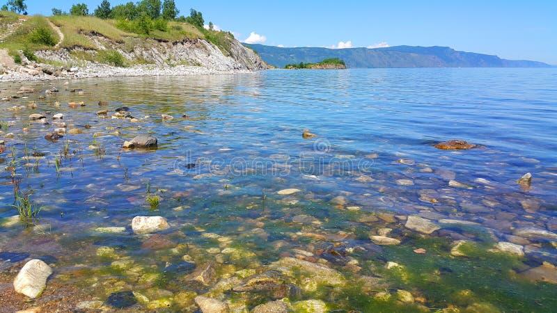 baikal lake Den steniga udden Shamanka i Sludyanka royaltyfri bild