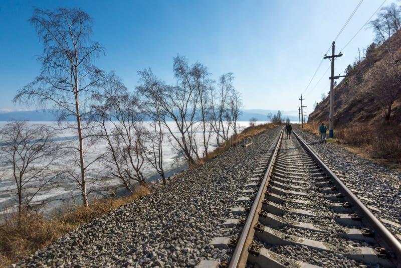 Baikal linia kolejowa w Kwietniu obraz stock