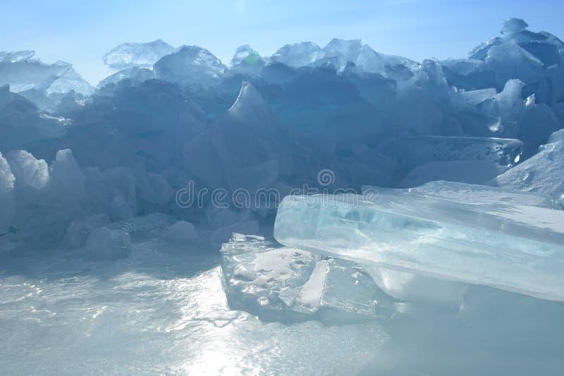 Baikal nell'inverno Ghiaccio e natura di Baikal Febbraio 2018 immagine stock libera da diritti