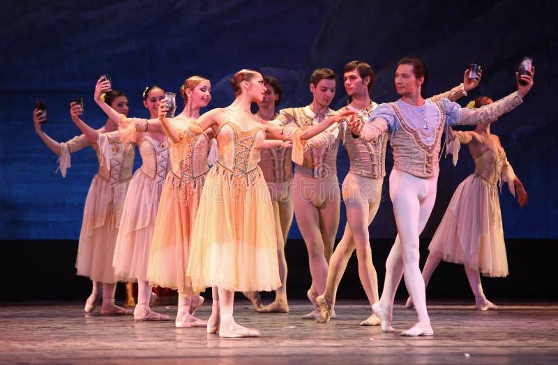 Bailado do lago swan executado pelo bailado de Russo Real fotografia de stock