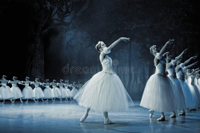 Bailado Giselle na ópera do estado de Praga imagens de stock royalty free