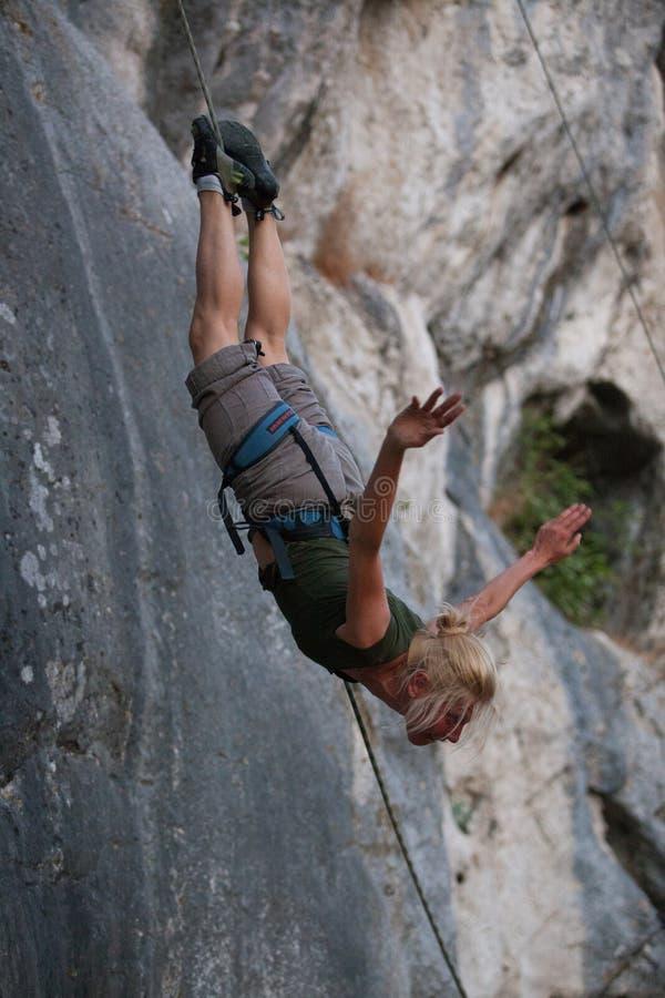 Bailarín aéreo de la muchacha, escalador foto de archivo