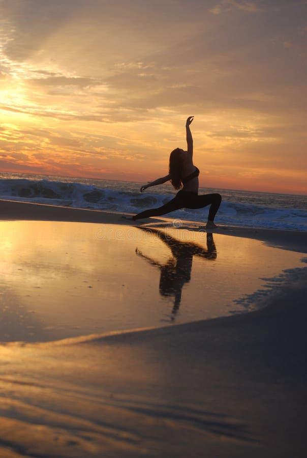 Bailarín asombroso de la salida del sol fotografía de archivo