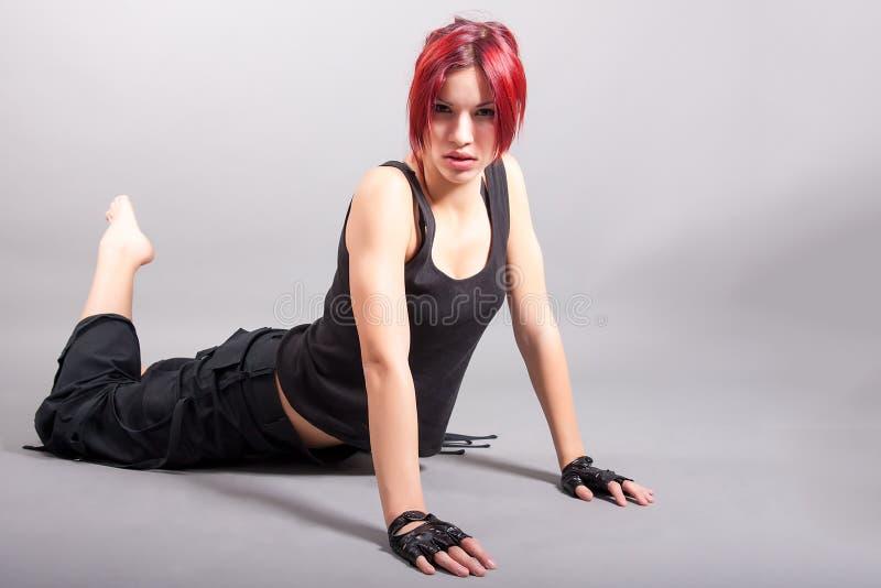 Bailarín atractivo joven de la muchacha imagen de archivo libre de regalías