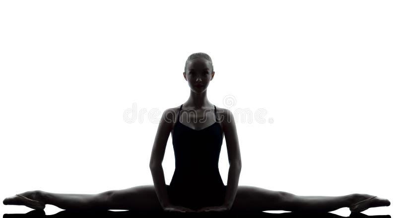 Bailarín de ballet de la bailarina de la mujer joven que estira guerra fotos de archivo