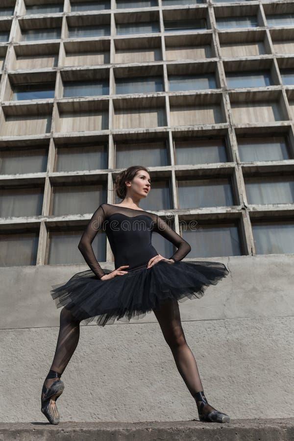 Bailarín de ballet de sexo femenino imagen de archivo libre de regalías