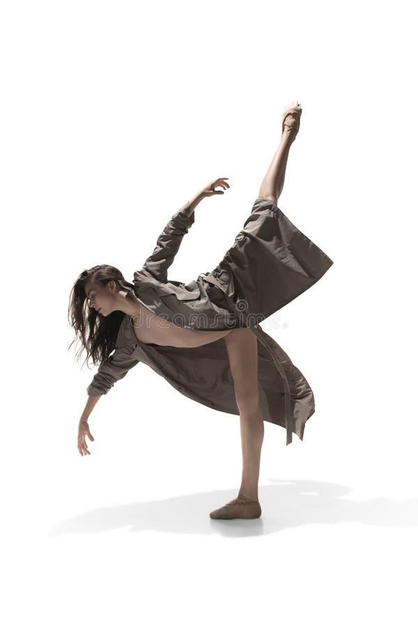 Bailarín de ballet de sexo femenino joven delgado hermoso del estilo contemporáneo del jazz moderno imagen de archivo libre de regalías