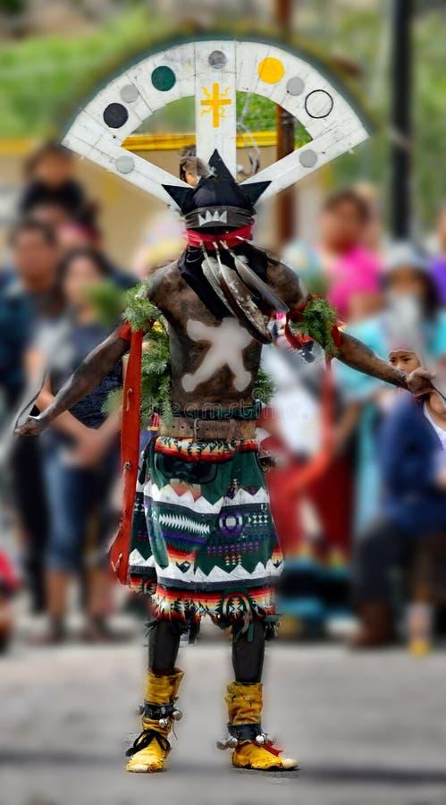 Bailarín de la corona de Apache imagen de archivo libre de regalías