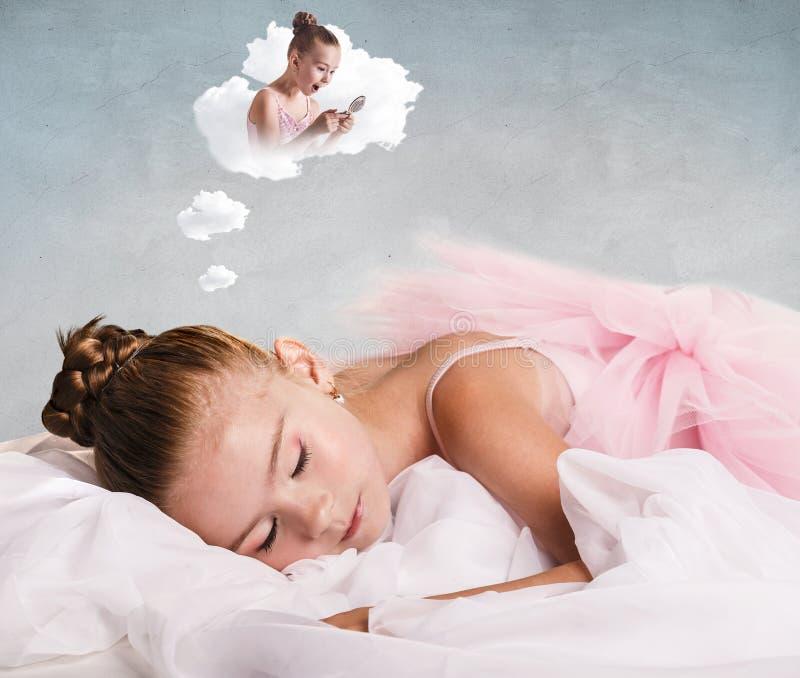 Bailarín de la muchacha cansado y dormido fotos de archivo