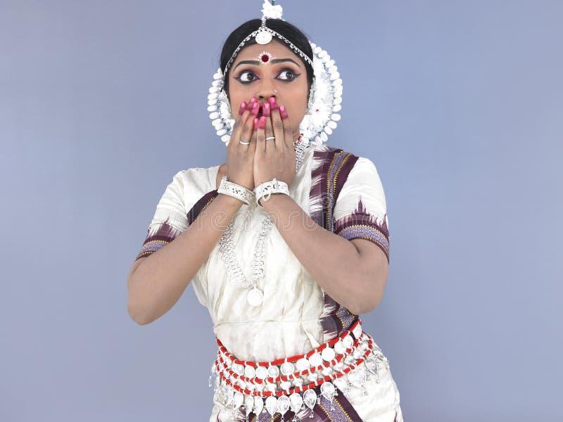 Bailarín de sexo femenino clásico indio fotografía de archivo
