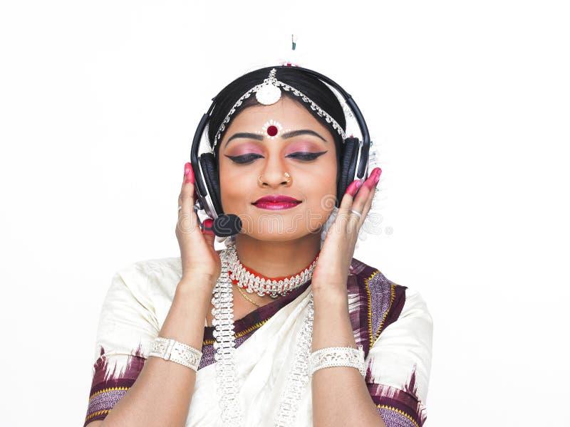 Bailarín de sexo femenino indio clásico foto de archivo libre de regalías