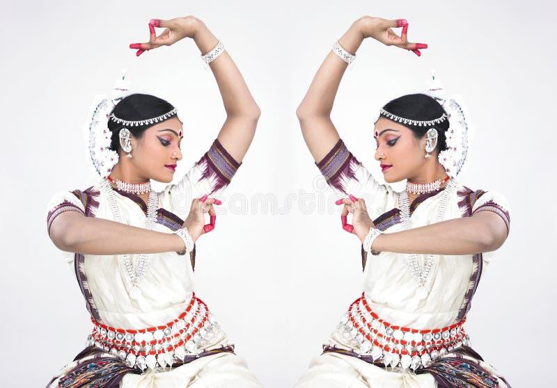 Bailarín de sexo femenino indio clásico imagenes de archivo