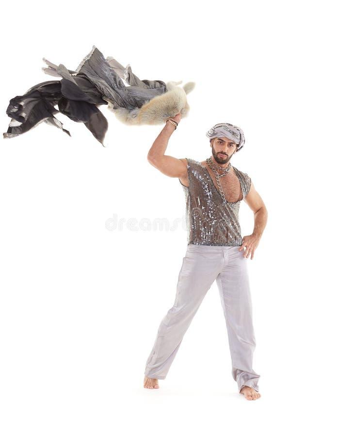 Bailarín de sexo masculino en traje oriental imagenes de archivo