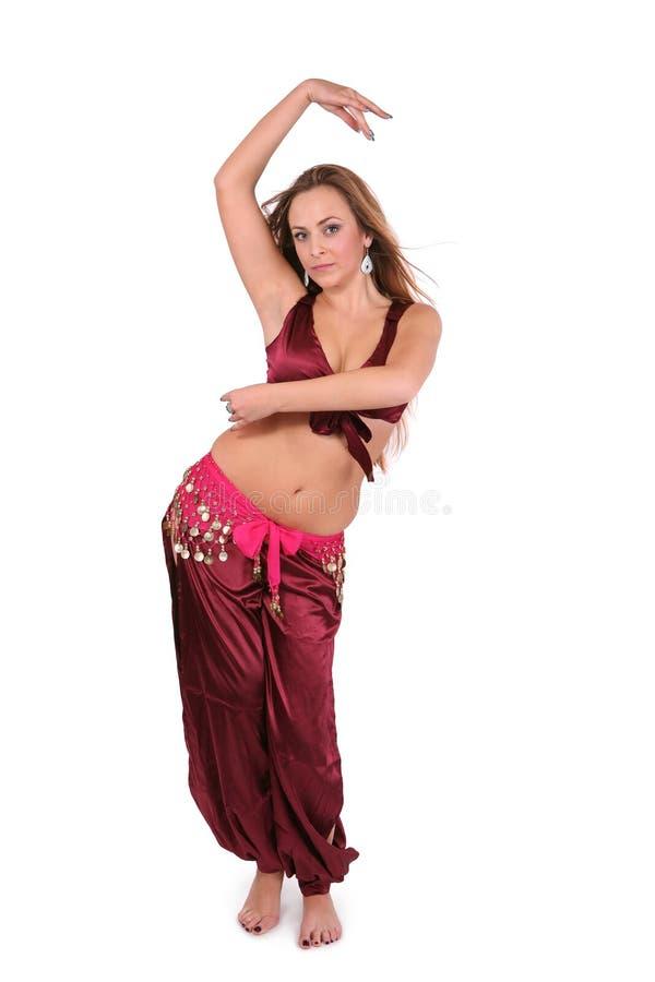 Bailarín de vientre joven hermoso en traje rojo imagen de archivo libre de regalías