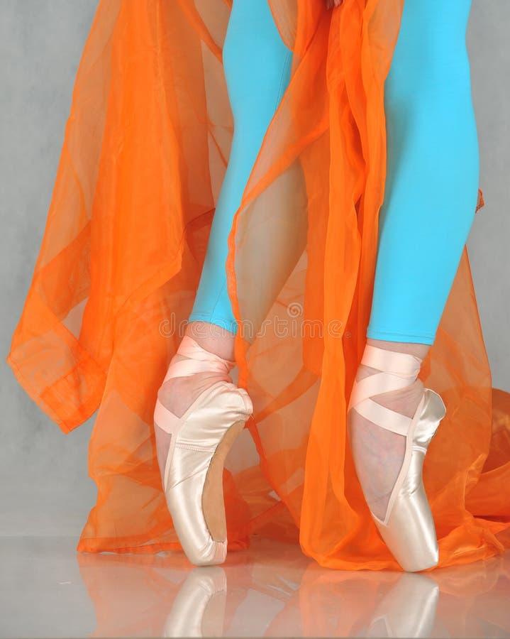 Bailarín en pointe del ballet fotografía de archivo