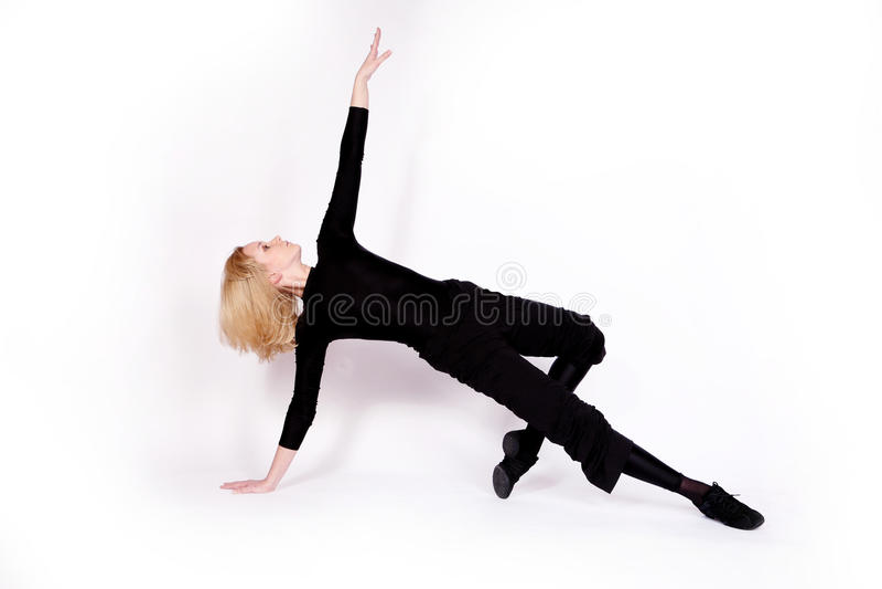 Bailarín en ropa negra imagen de archivo libre de regalías