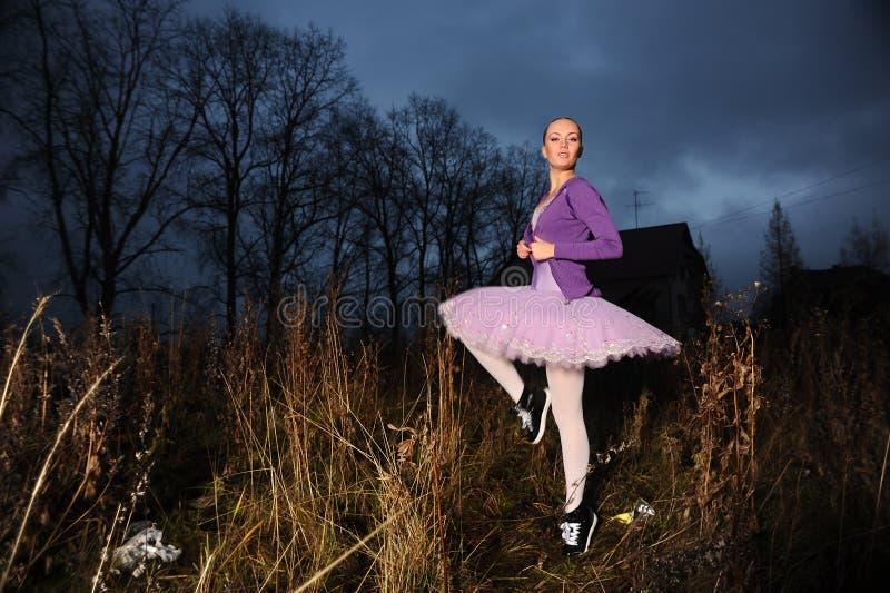 Bailarín en zapatillas de deporte foto de archivo