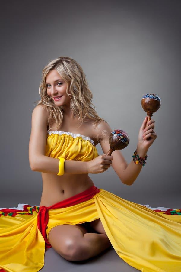 Bailarín feliz en traje mexicano fotos de archivo