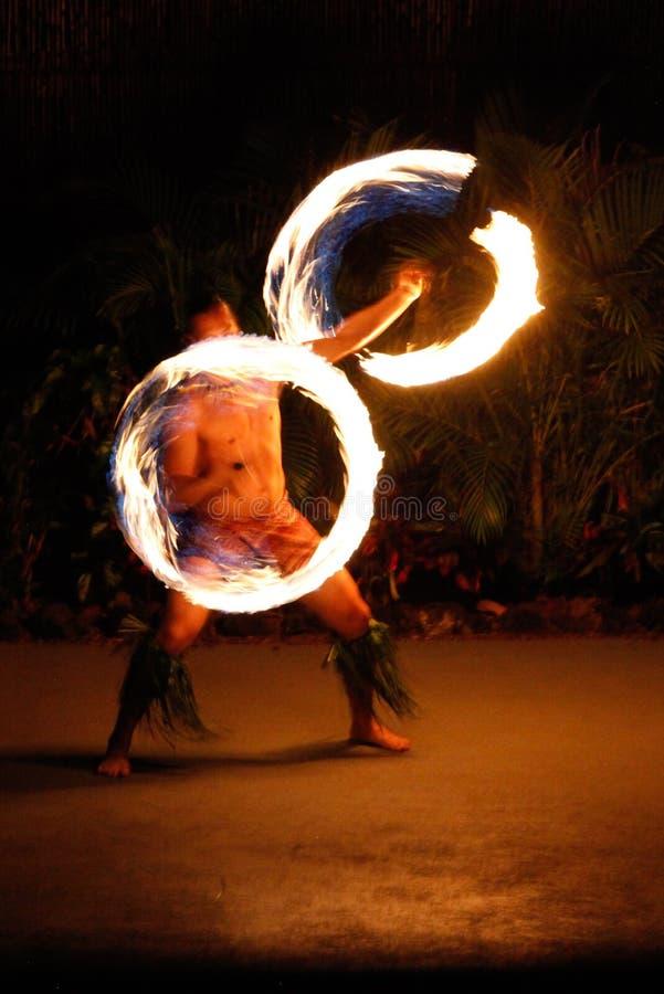 Bailarín hawaiano del fuego de Luau imágenes de archivo libres de regalías