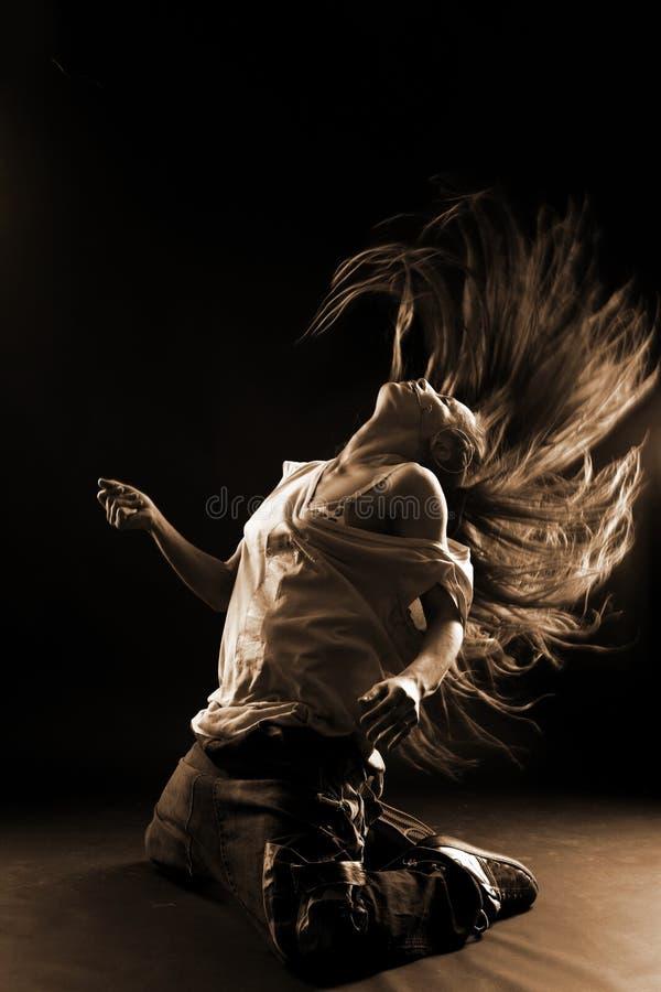 Bailarín moderno de la mujer fresca fotografía de archivo