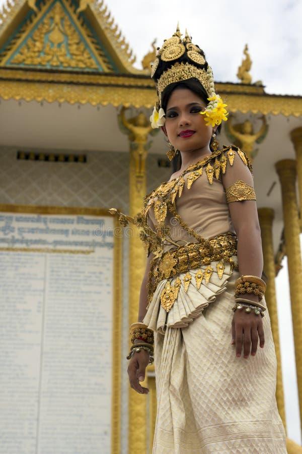 Bailarín Performance de Apsara en templo imagen de archivo libre de regalías