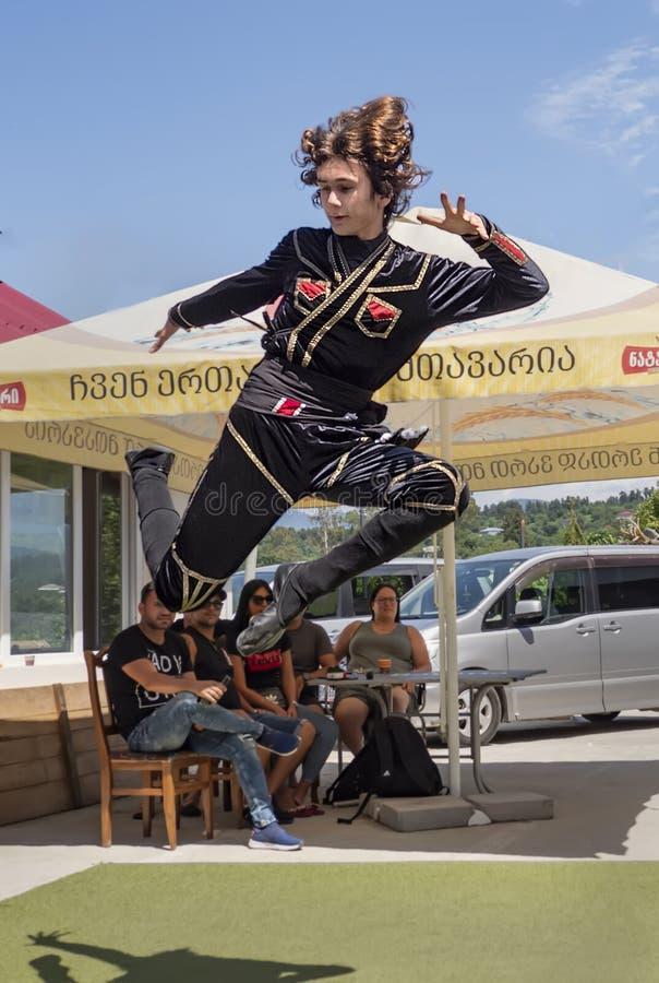 Bailarín popular georgiano fotografía de archivo