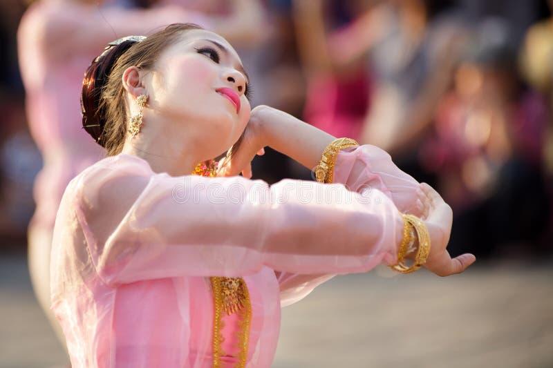 Bailarín tailandés en festival imagen de archivo libre de regalías