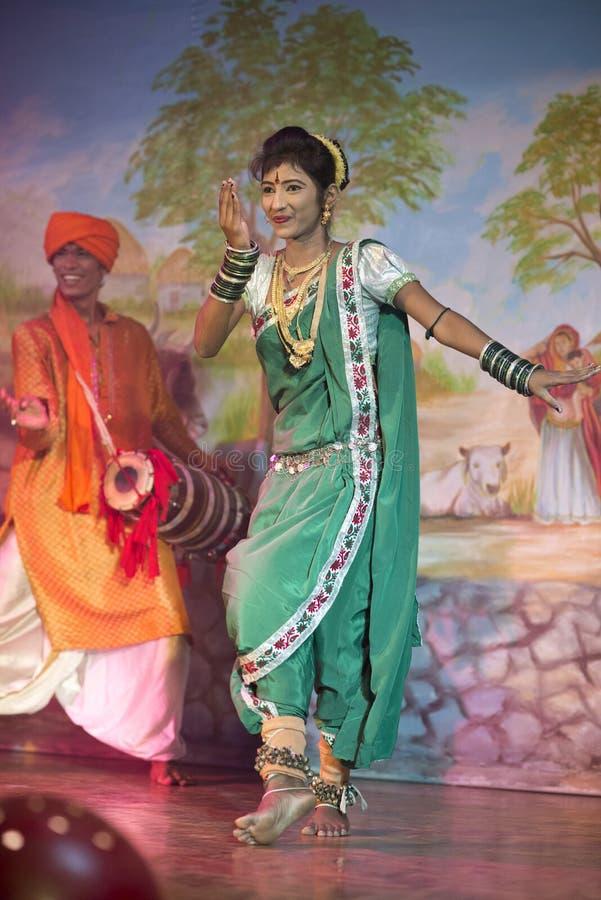 Bailarín vestido tradicional en Khajuraho imágenes de archivo libres de regalías