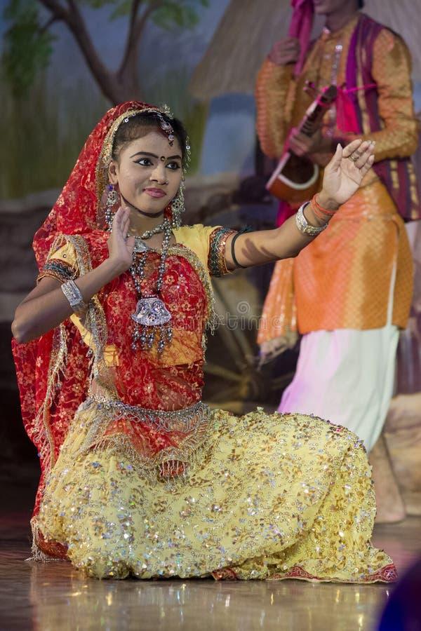 Bailarín vestido tradicional en Khajuraho fotografía de archivo libre de regalías