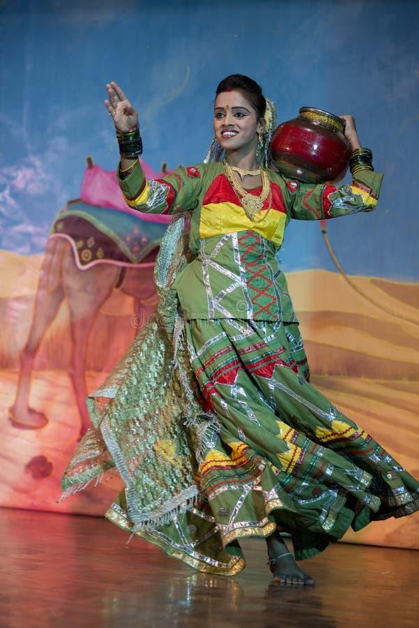 Bailarín vestido tradicional en Khajuraho foto de archivo libre de regalías