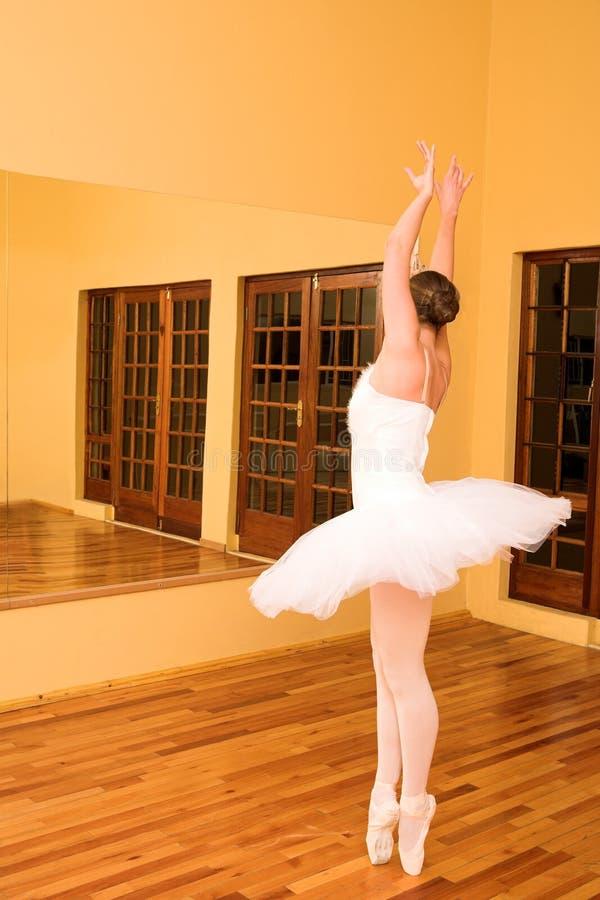 Download Bailarina #24 foto de archivo. Imagen de prepárese, preparación - 1280556