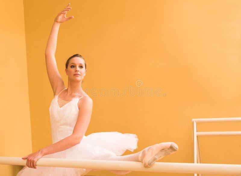 Download Bailarina #33 foto de archivo. Imagen de cordón, señora - 1294734