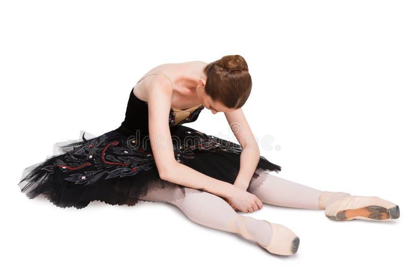 Bailarina cansada en negro en fondo aislado imagenes de archivo