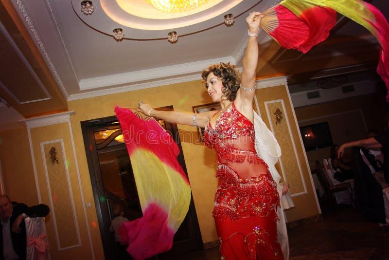 Bailarina de la danza del vientre fabulosa fotografía de archivo