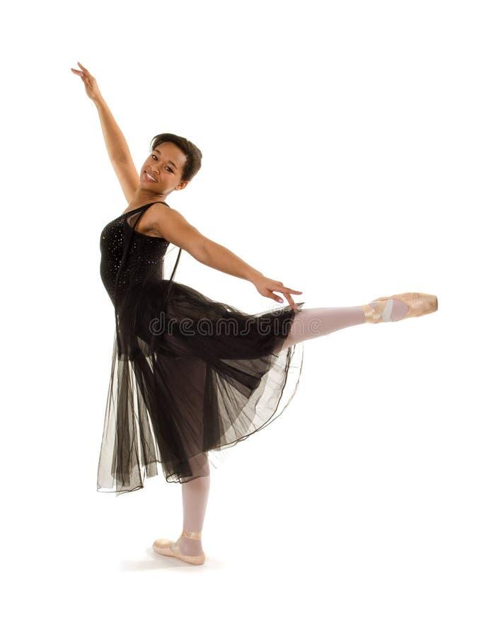 Bailarina de sorriso no Arabesque fotografia de stock royalty free