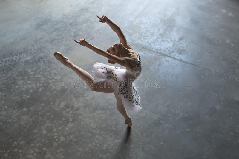 Bailarina dentro fotos de stock