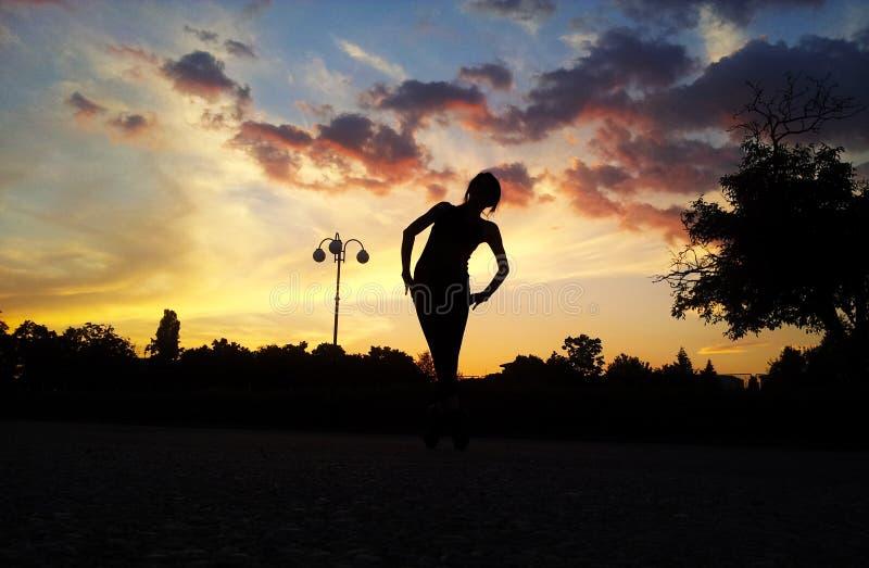 Bailarina do por do sol fotografia de stock