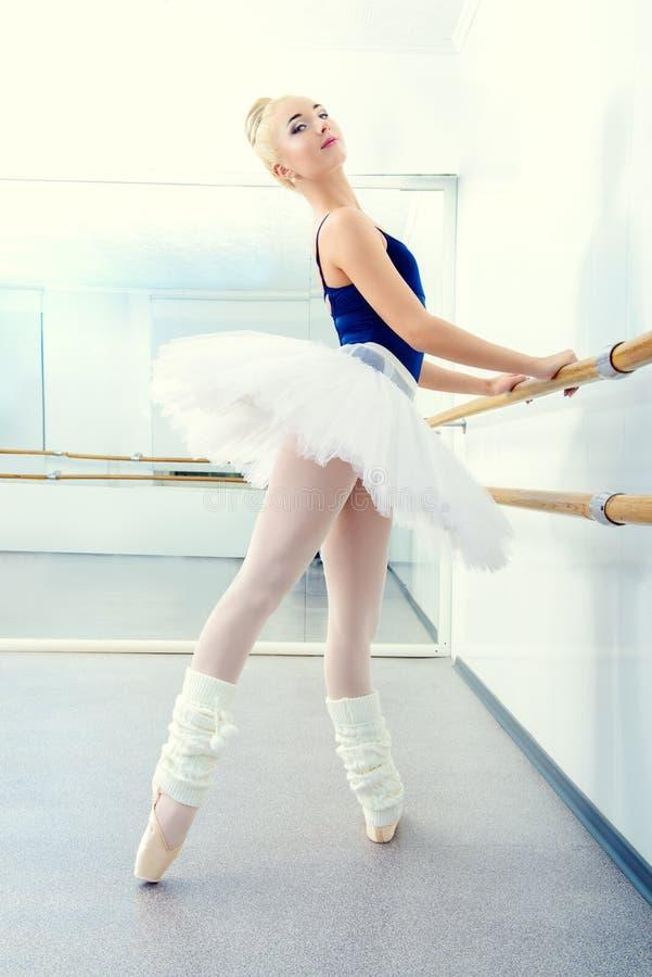 Bailarina en tutú imagenes de archivo