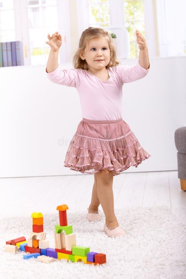 Bailarina encantadora que joga em casa fotografia de stock royalty free