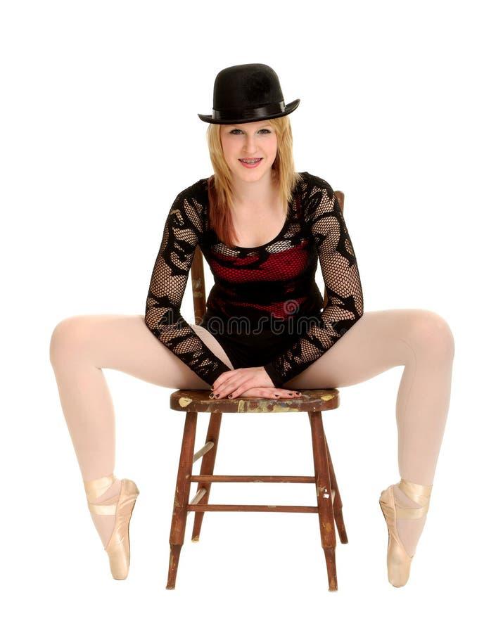 Bailarina equipada com pernas longa do dançarino do caráter fotografia de stock