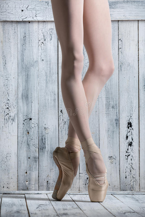 Bailarina graciosa dos pés novos fotos de stock royalty free