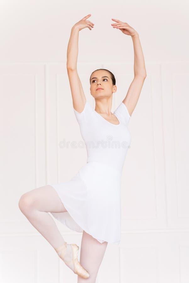 Download Bailarina hermosa imagen de archivo. Imagen de conceptos - 41909017