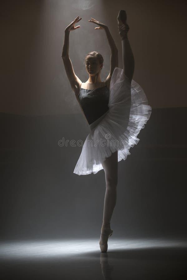Bailarina no tutu branco foto de stock