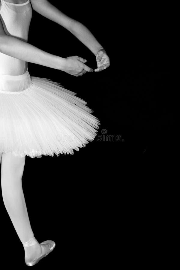 Bailarina no tutu com pé preto do fundo um fotografia de stock royalty free